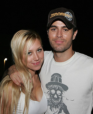 Anna Kournikova Pregnant with Enrique Iglesias Baby: Who would have ever ...